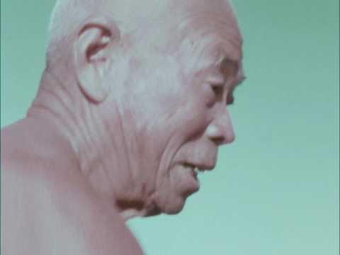【長崎県富江町、玉之浦町(現五島市)】畑作と漁業にたくましく生きる老人。